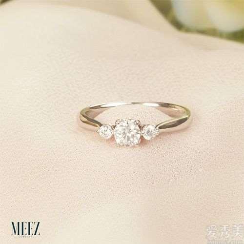 选择漂亮的求婚戒指-简单还是困难?