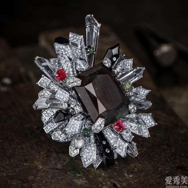 具有未来感的珠宝饰品,RubeusMilano透明晶石晶柱很不一样,型而美