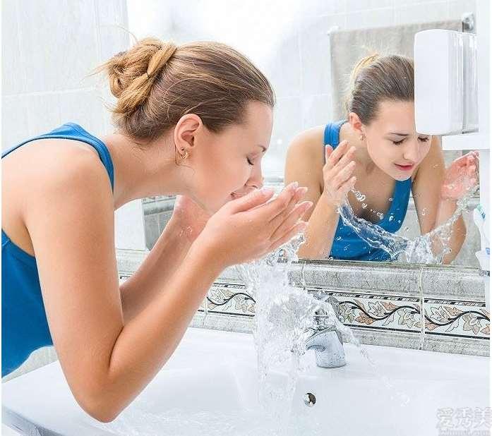 洗面奶如何使用解开洗面奶的恰当操作方法