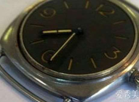 戴手表手腕子发黑是怎么回事?