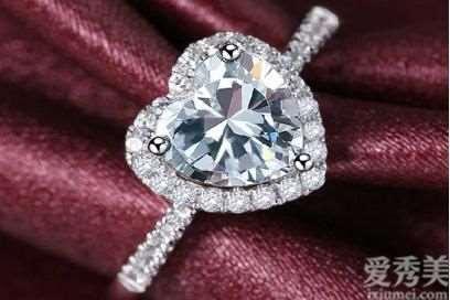 不一样形状的钻石居然有这么大差别!象征感情的钻石你选对了没有?