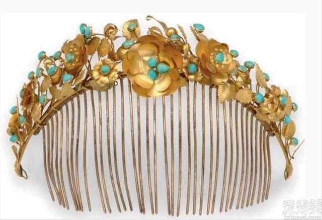珠宝赏析:最终那套珠宝,色彩的搭配恰如其分,令人一见钟情