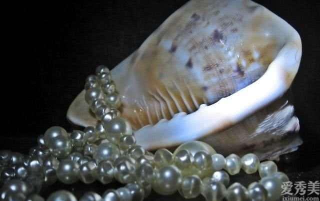 女人四十岁更要重视品位和气质,这种珠宝首饰要有着!