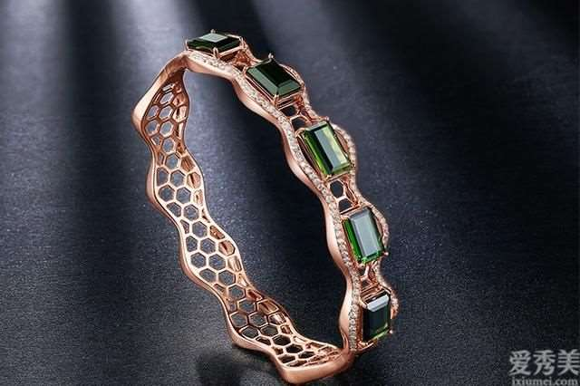 女士戴哪些的珠宝才会有现代感,简约风格可盐可甜
