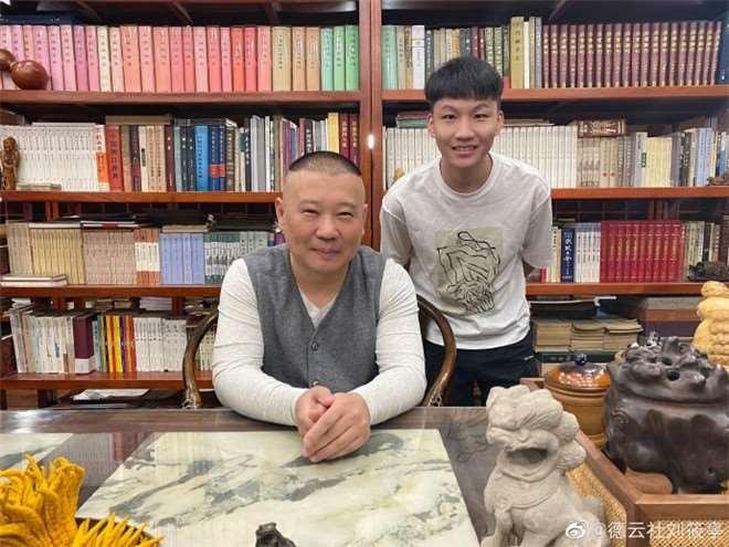 刘筱亭再去师爷郭德纲家吃饭,对比十年前变化太大,粉丝评论亮了_明星新闻