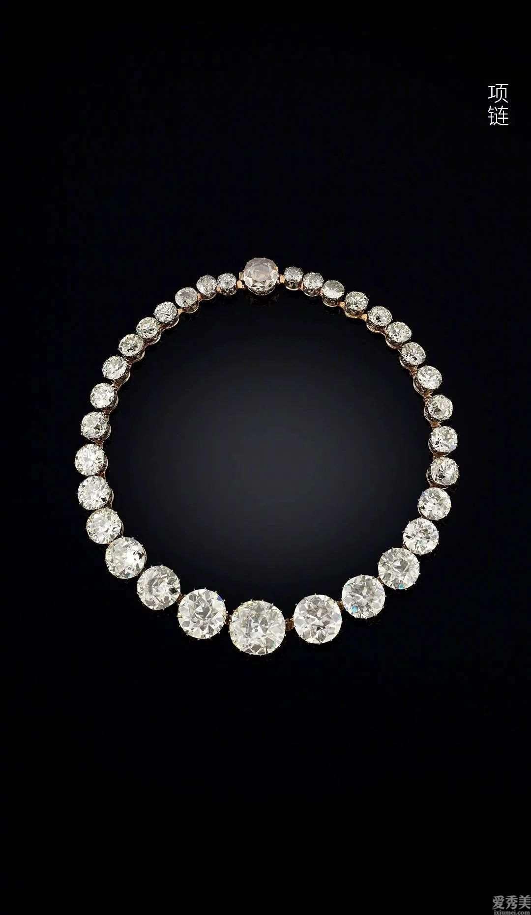 印度的珠宝装饰品各式各样,从项链到头饰统统好看又奢华
