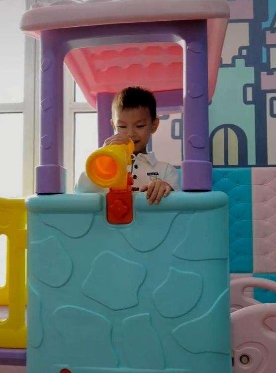谢杏芳晒儿子视频,年仅4岁运动全能,完美继承父母天赋_明星新闻