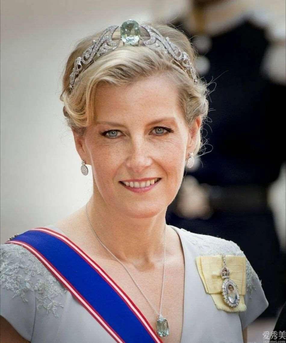 欧洲王室钟爱海蓝宝颈链和冠冕,仅因美若天仙海蓝宝石更强看