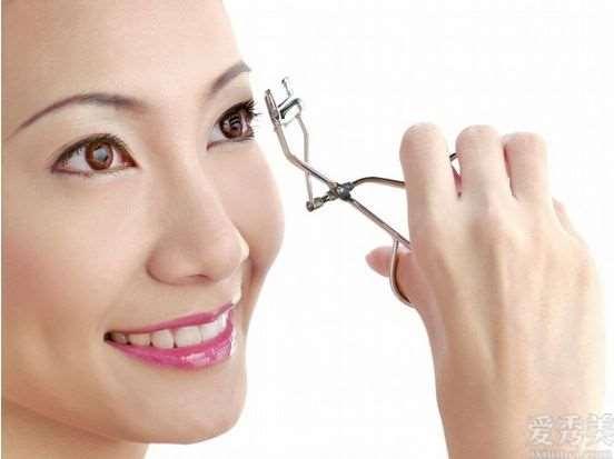"""眼部保养小技巧,要想双眼""""明亮有神"""",学精这好几个眼妆画法小技巧"""