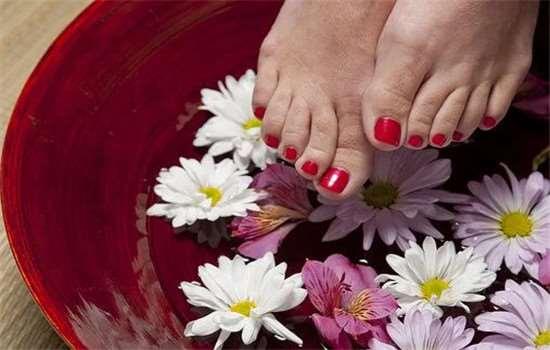 泡脚容易犯困怎么回事 为什么有的人泡脚时不易出汗
