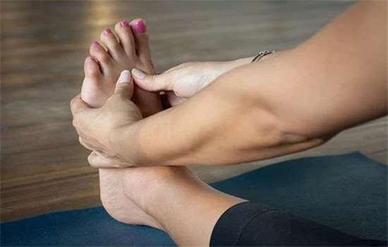 泡脚后为什么脚会特别痒 刚刚跑完步可以泡脚吗