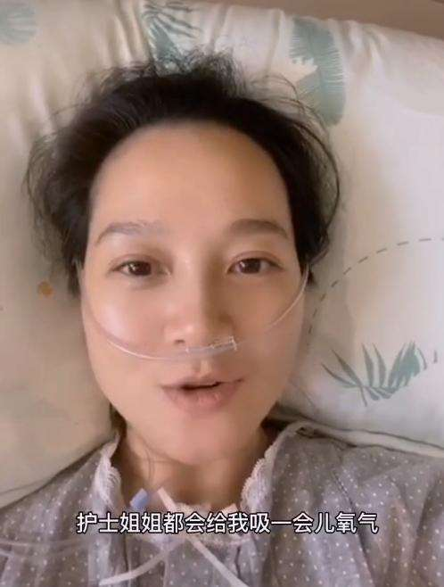 39岁朱丹躺病床吸氧,自曝孕晚期焦虑,高龄产妇生二胎太辛苦_明星新闻