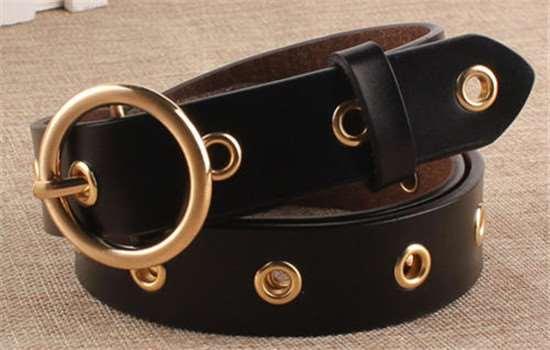 两个扣子的腰带怎么系 大衣腰带的系法