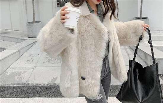 托斯卡纳皮毛一体和羽绒服哪个暖和