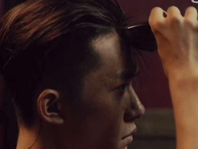 易烊千玺两部电影都剃了光头!网友调侃粉丝:不剃头当不了女朋友_明星新闻