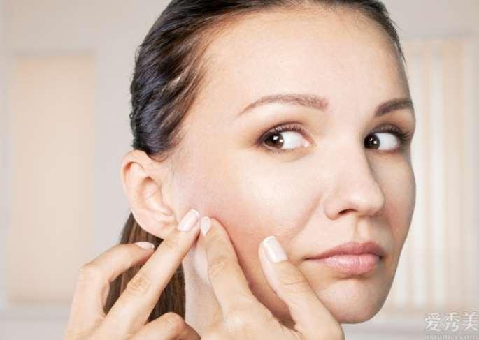 """要想皮肤光滑?简单,纠正五个坏习惯,""""脸上痘痘""""都担心触碰你"""