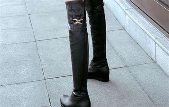 过膝靴子怎么搭配衣服