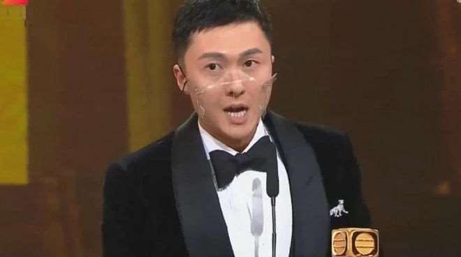 王浩信荣获TVB视帝,感谢妻子陈自瑶,对方的表情却耐人寻味_明星新闻