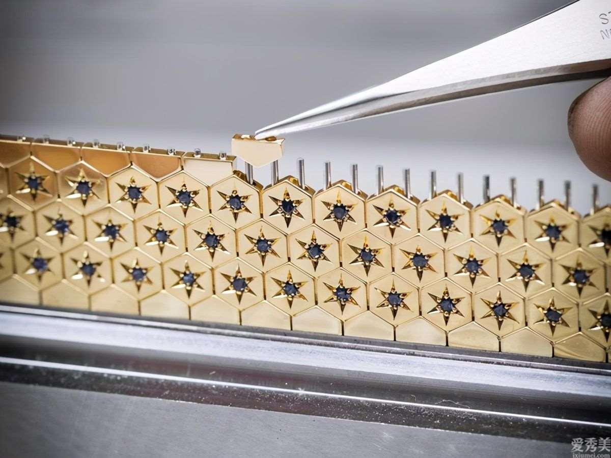风Luxury梵克雅宝神密表3种戴法拆下表壳变胸针、炼坠