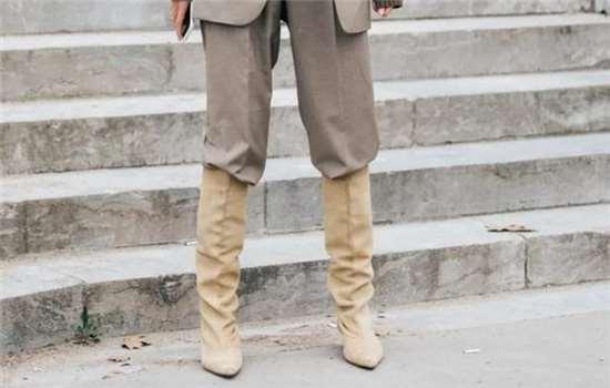 牛仔靴裤搭什么上衣