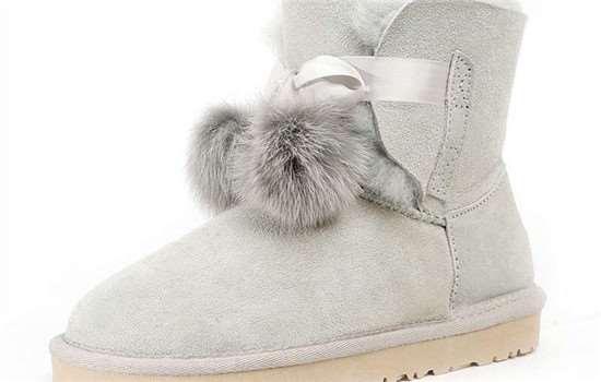 雪地靴口小怎么穿进去
