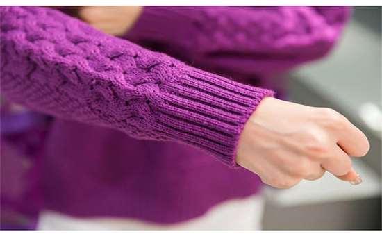 脱毛衣时发出的火花电压一般是多少 毛衣静电会电死人吗