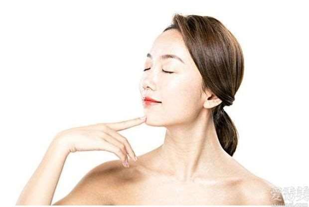 女性盆友留意:洁面的三个误区要绕开,用这种方法洁面或不可以美白皮肤