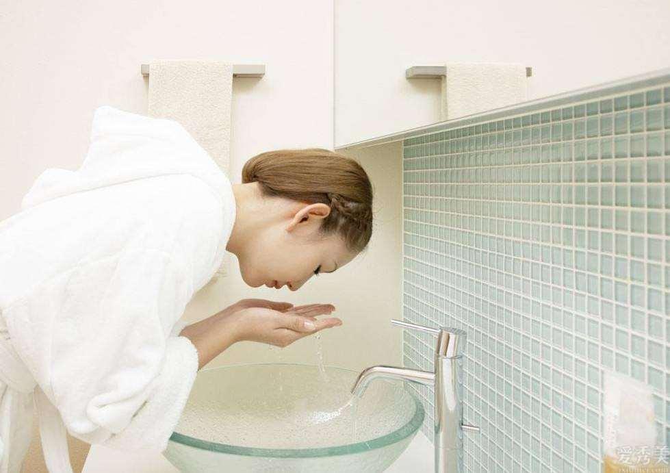 冬天补水保湿抗初老,眼睛必须附加保养,你做正确了吗?