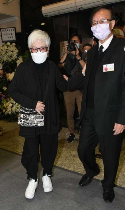 """李香琴出殡化作一缕轻烟,半个香港演艺界都来告别""""巨星母亲""""_明星新闻"""