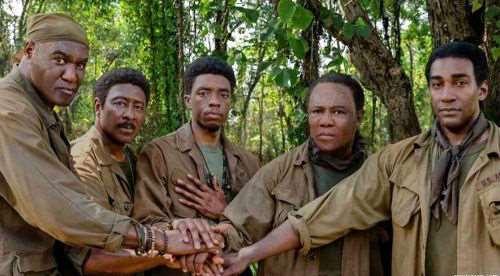 黑人导演斯派克·李和他的《五滴血》获两项2020美国国家评论奖_明星新闻