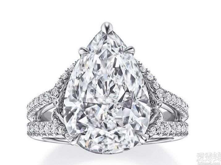 海瑞温斯顿5.5克拉祖母绿钻石婚戒,亮闪如老冰糖,边钻似花开