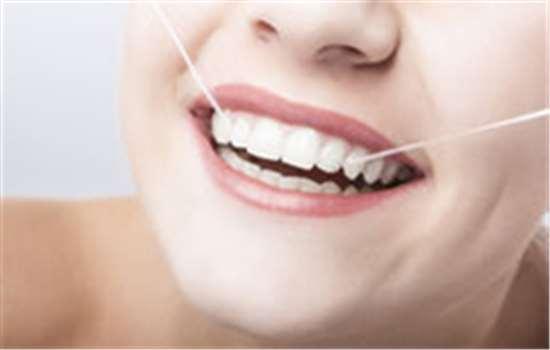 牙线是刷牙前用还是刷牙后用