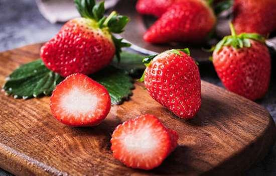 草莓打了激素吃了会怎么样 草莓又大又丑是不是打激素了