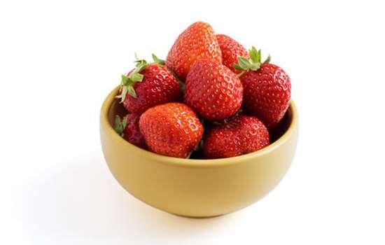 草莓打避孕药是真的吗 现在的草莓为什么又大又红