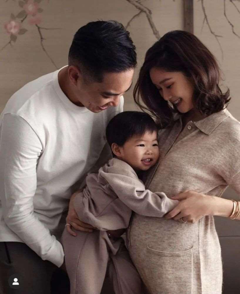 """恭喜!TVB""""童颜女神""""三年抱两,晒全家福宣布再怀二胎_明星新闻"""