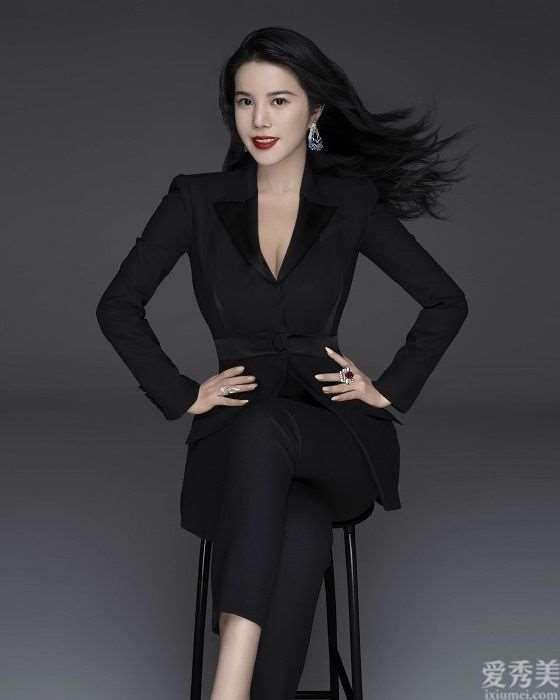 余晚晚被《Jing Daily》评选为2020年中国奢侈品行业杰出CEO