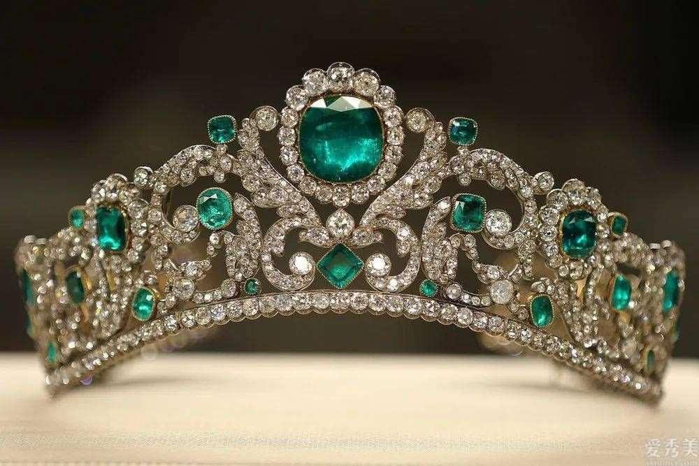 细数古时候王族中的绝代珠宝,件件全是珍品,首饰中的饕餮盛宴