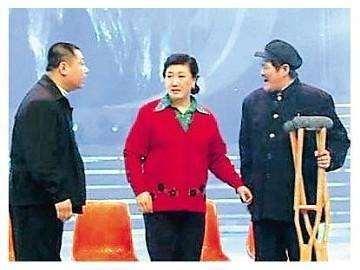 2012年春晚后台,赵本山指着李咏的妻子哈文:春晚舞台有她没我_明星新闻
