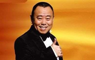 国家一级演员潘长江,一家人曾住男厕8年,成名后想抛弃糟糠之妻_明星新闻