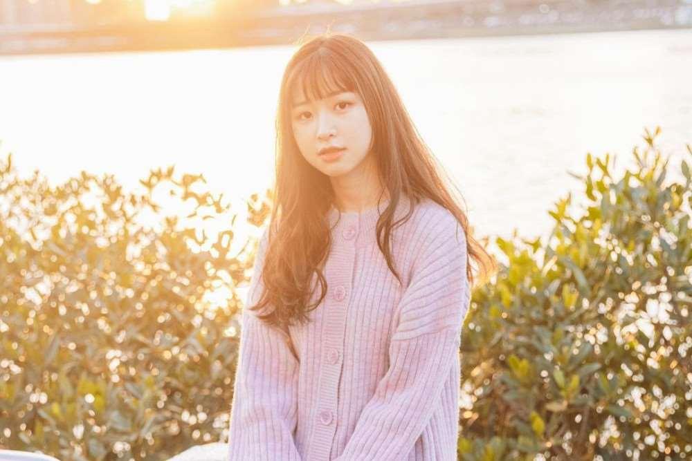 22岁女歌手庄凌芸自杀后,妈妈首次公开出镜,声泪俱下宣读声明_明星新闻