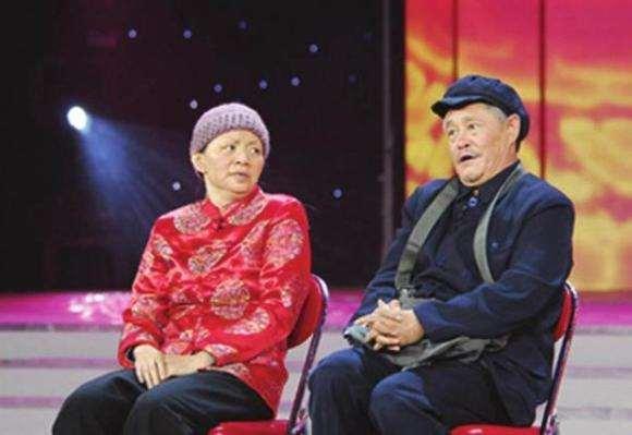 7年前春晚后台,赵本山指着李咏的妻子哈文:春晚舞台有她没我_明星新闻