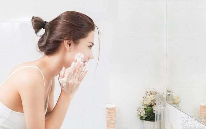 春天皮肤干燥、绷紧,留意好这5点,皮肤越洗越美