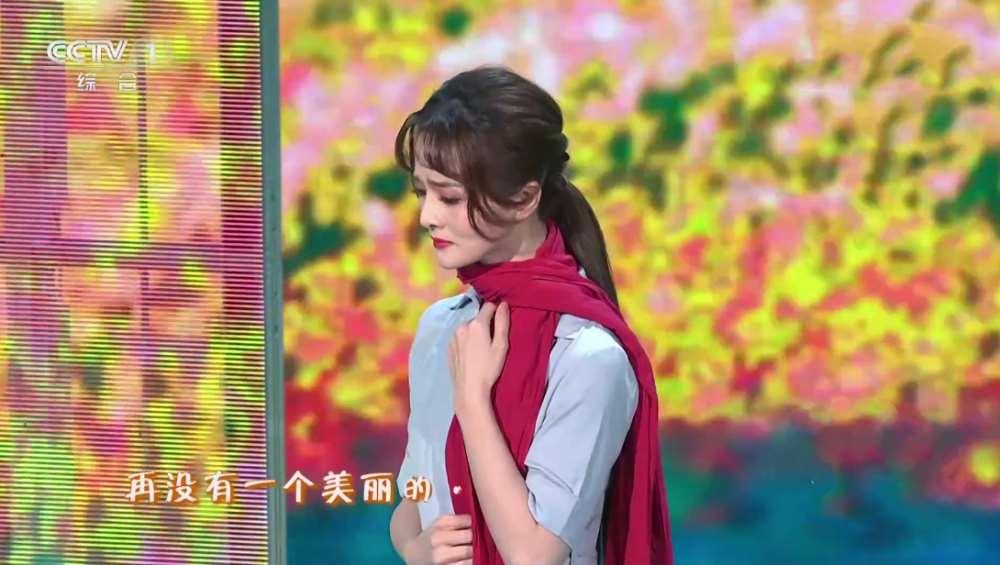 参加春晚一夜成名的金靖被打回原形,录制综艺夸张表情抢镜_明星新闻