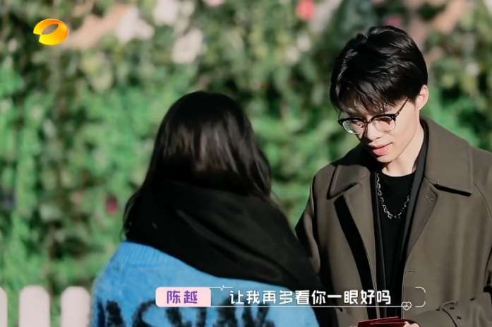 黄奕牵手崔伟,女儿穿一身奢侈品首次出镜,黄奕:她渴望父爱_明星新闻