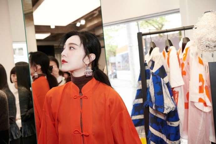 被曝复合后,范冰冰戴钻戒出席活动,李晨开心热舞难掩帅气_明星新闻