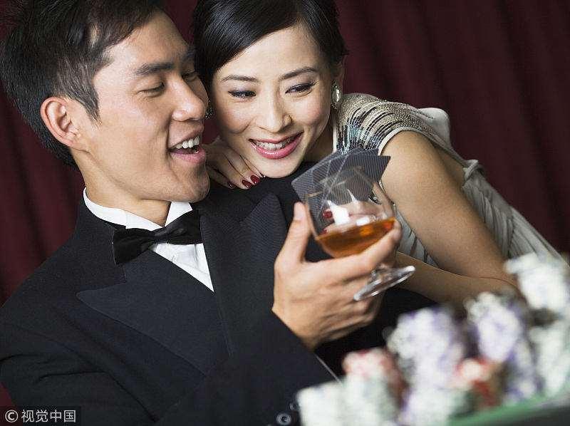 男人自信过头,五万彩礼换女方陪嫁房,回头求和时女友已成他人妻_明星新闻