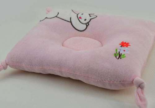 宝宝多大可以睡枕头 儿童枕头多高合适