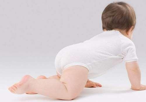 宝宝爬行训练的好处 宝宝不会爬直接走好吗