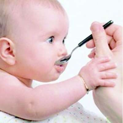 宝宝吃药可以混在奶粉里面吃吗 给宝宝喂药妙招