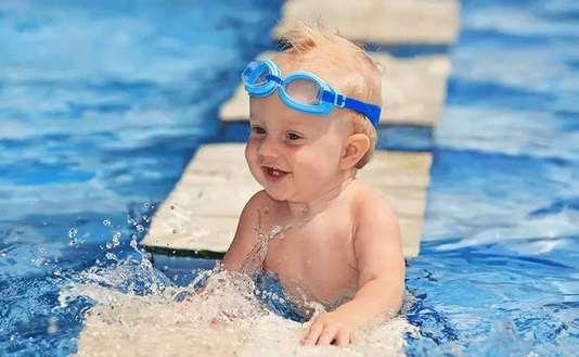 宝宝游泳耳朵进水了怎么办 宝宝游泳耳朵进水有什么危害